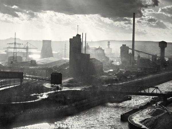 Charleroi, een geblakerde stad [Bron: Bandcamp]